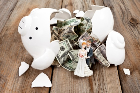 wedding-budget-broken piggy bank