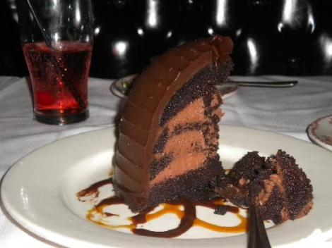 Maggianos chocolate cake
