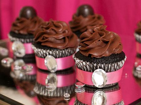 2013-06-14-biggs_glamorous_girls_night_out_ideas_how_to_decorate_cupcakes-1