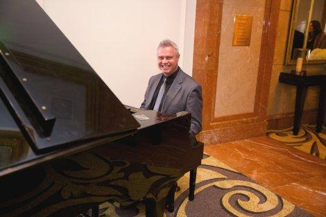 Cocktail Hour Pianist, Steve Jade