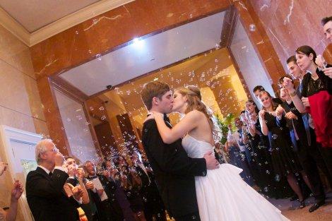 Kissing among the bubbles