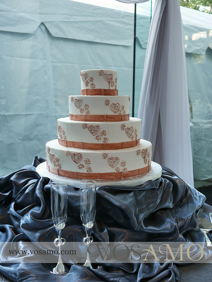Cake by Classic Cheesecakes and Cakes