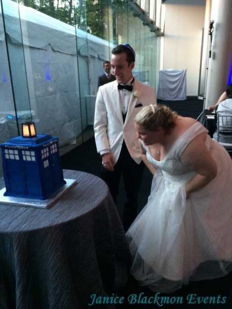 Couple seeing the Tardis Cake by Classic Cheesecakes and Cakes