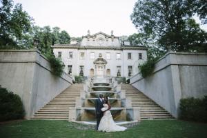 Couple in front of Swan House by Kelsey Elizabeth