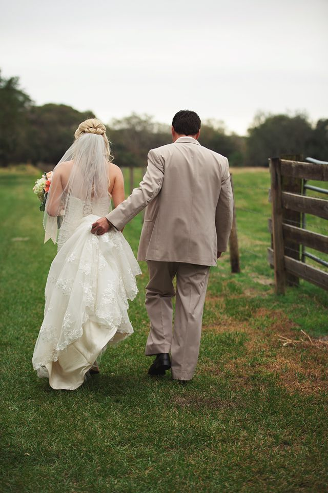 Back of couple walking at Windsong Oaks Sarasota by Lauren Bates Photography