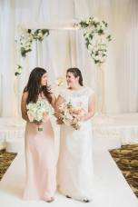 bride-and-sister-leanna